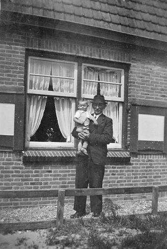 Fortweg W 0039 1942 met Aad Koolbergen en Opa Stiekema