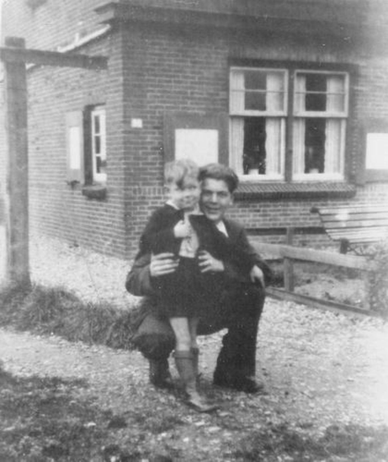 Fortweg W 0039 1944± met Aad Koolbergen en bijna Oom