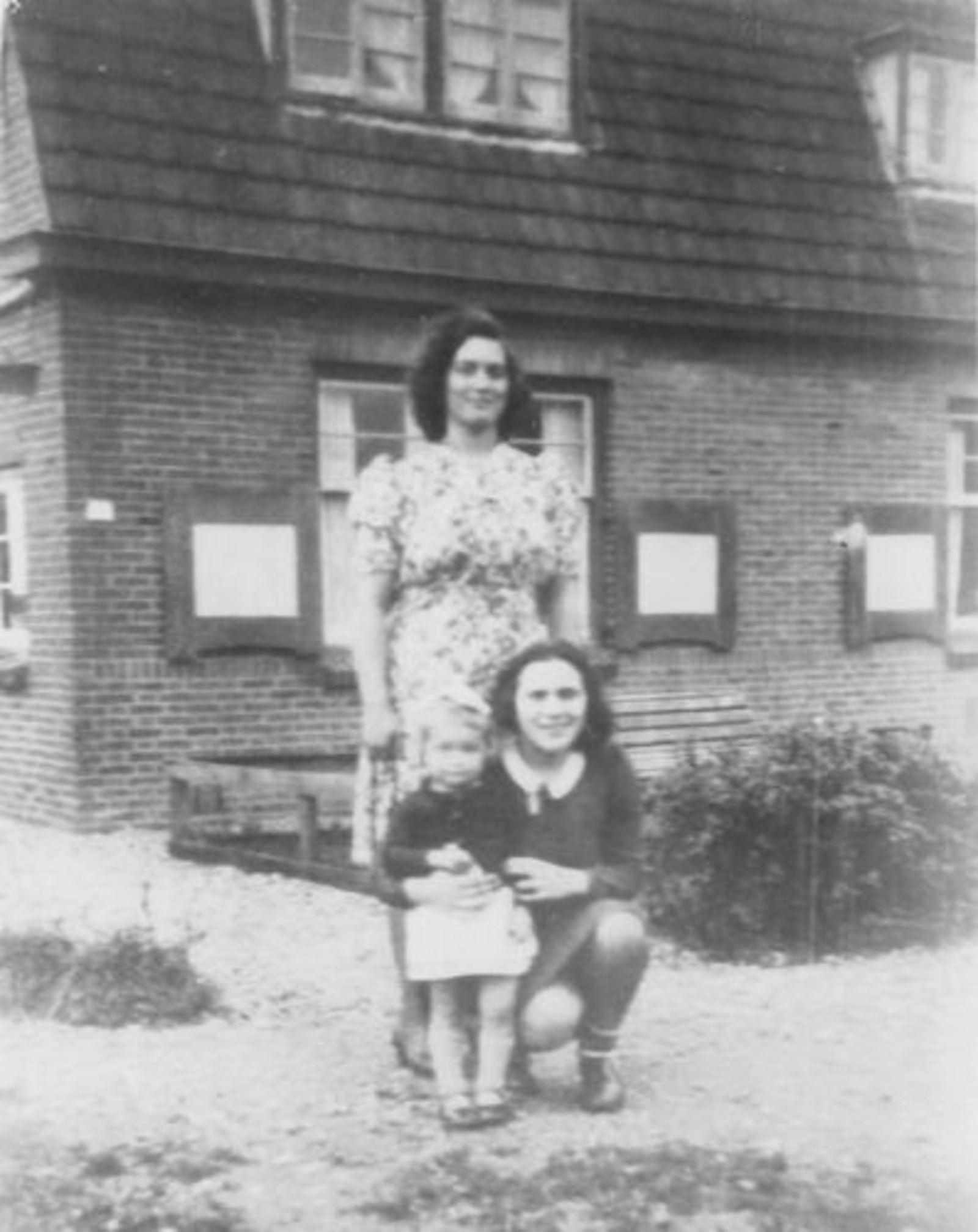 Fortweg W 0039 1944± met Ellie Koolbergen en Tantes