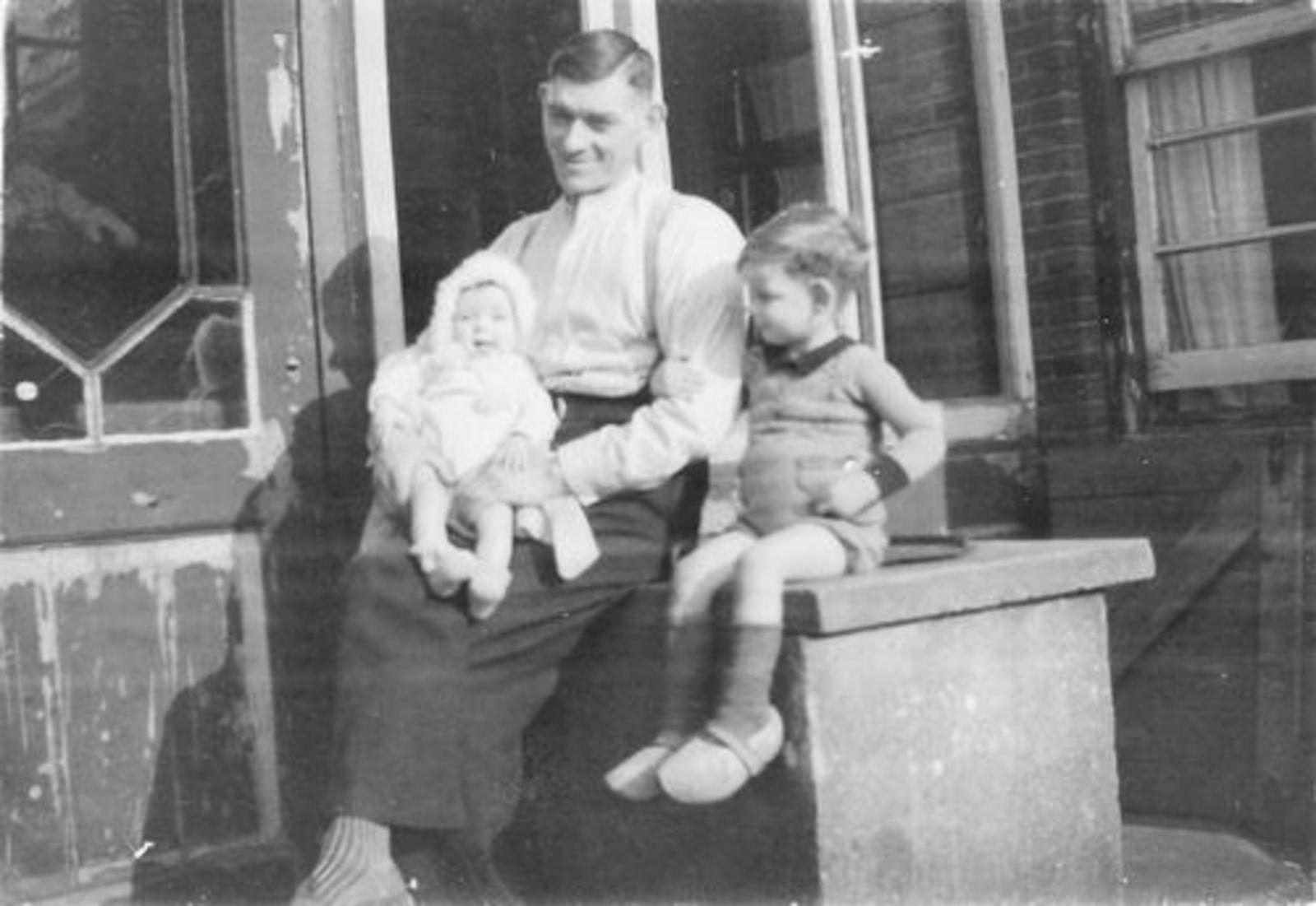 Fortweg W 0039 1944± met Gezin Koolbergen 31