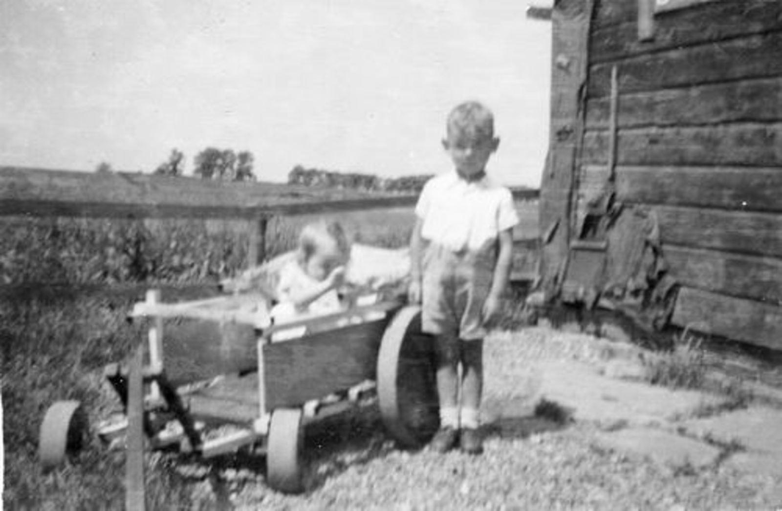 Fortweg W 0039 1944± met Kinderen Koolbergen in Bolderwagen 03