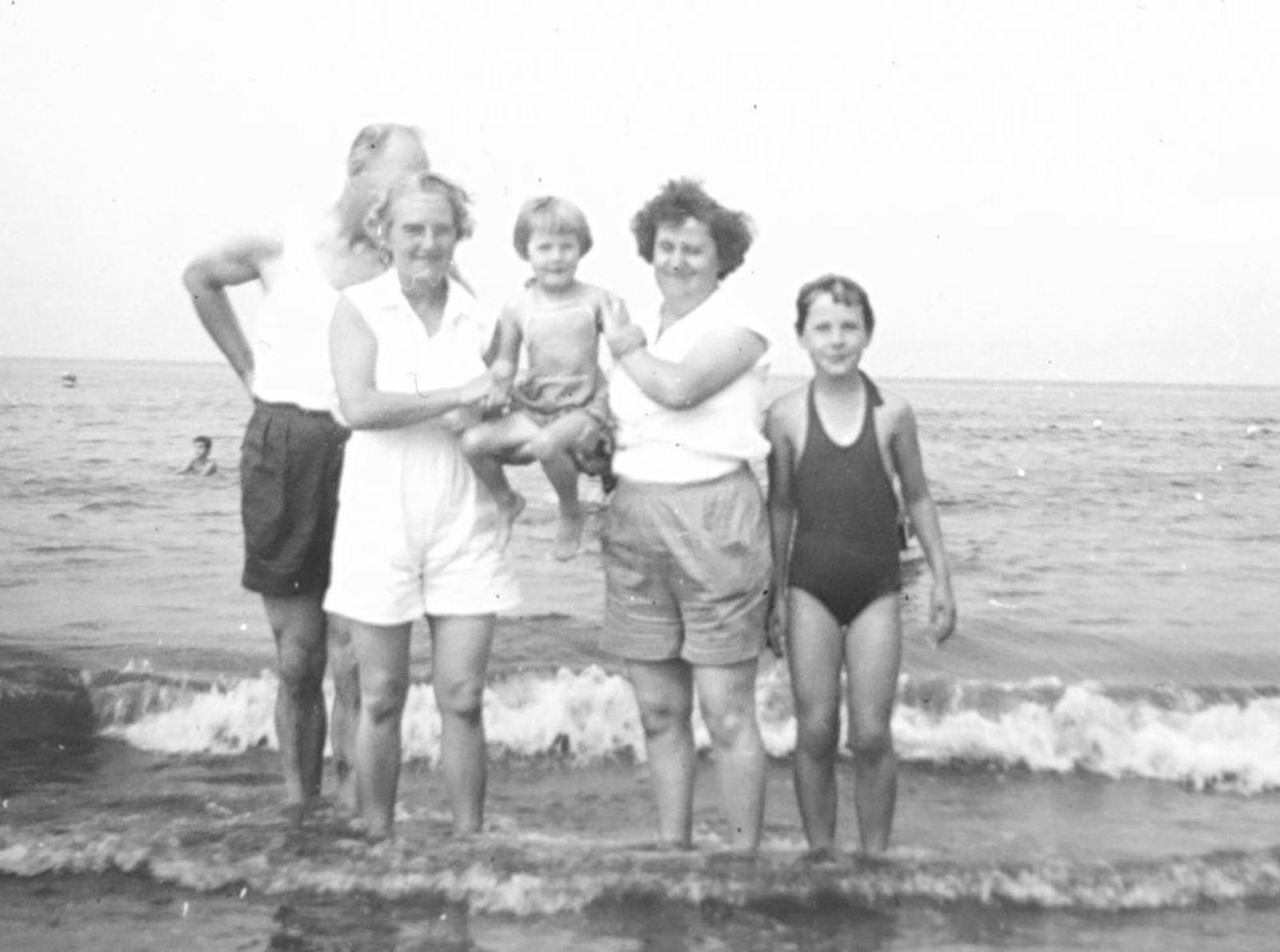 Galis Jan 19__ met familie op het Strand 005