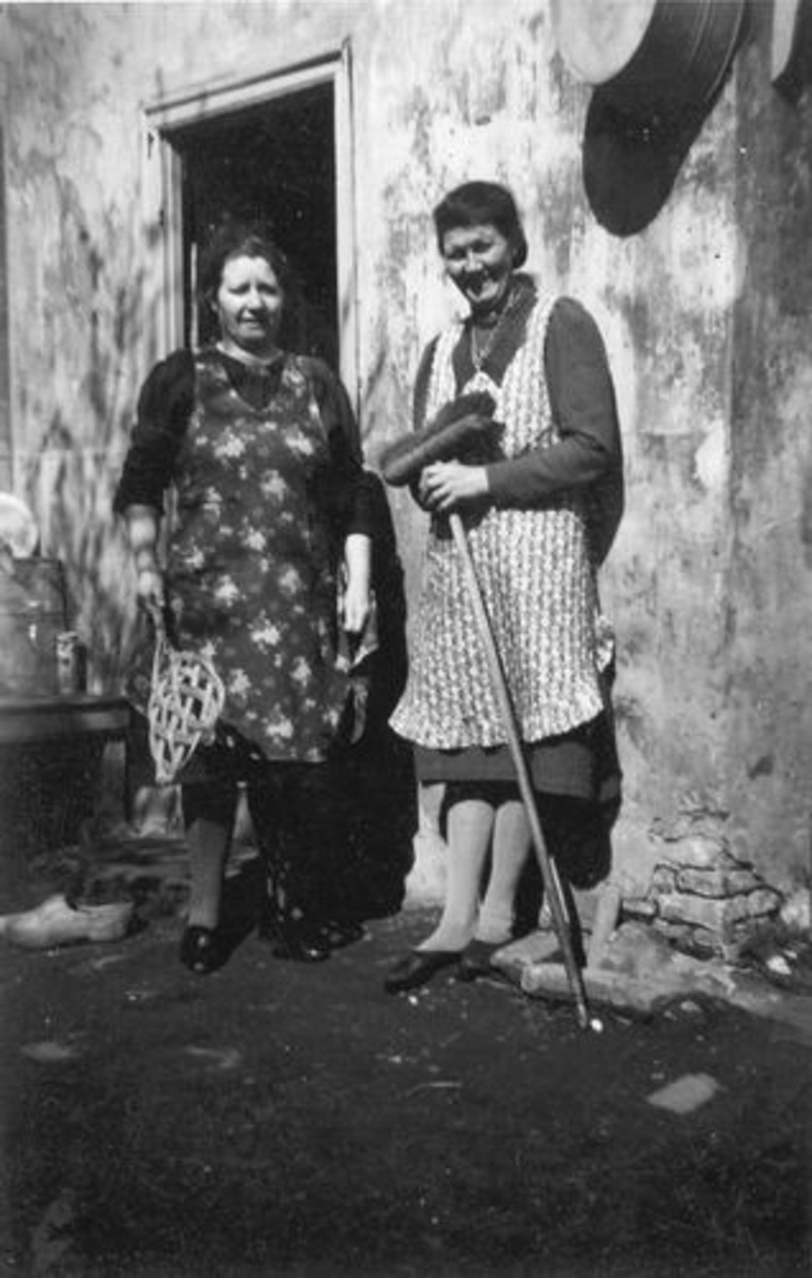 Galis Nanning 1946 vrouw Anna M vd Ban met mw Bosman-v Krimpen