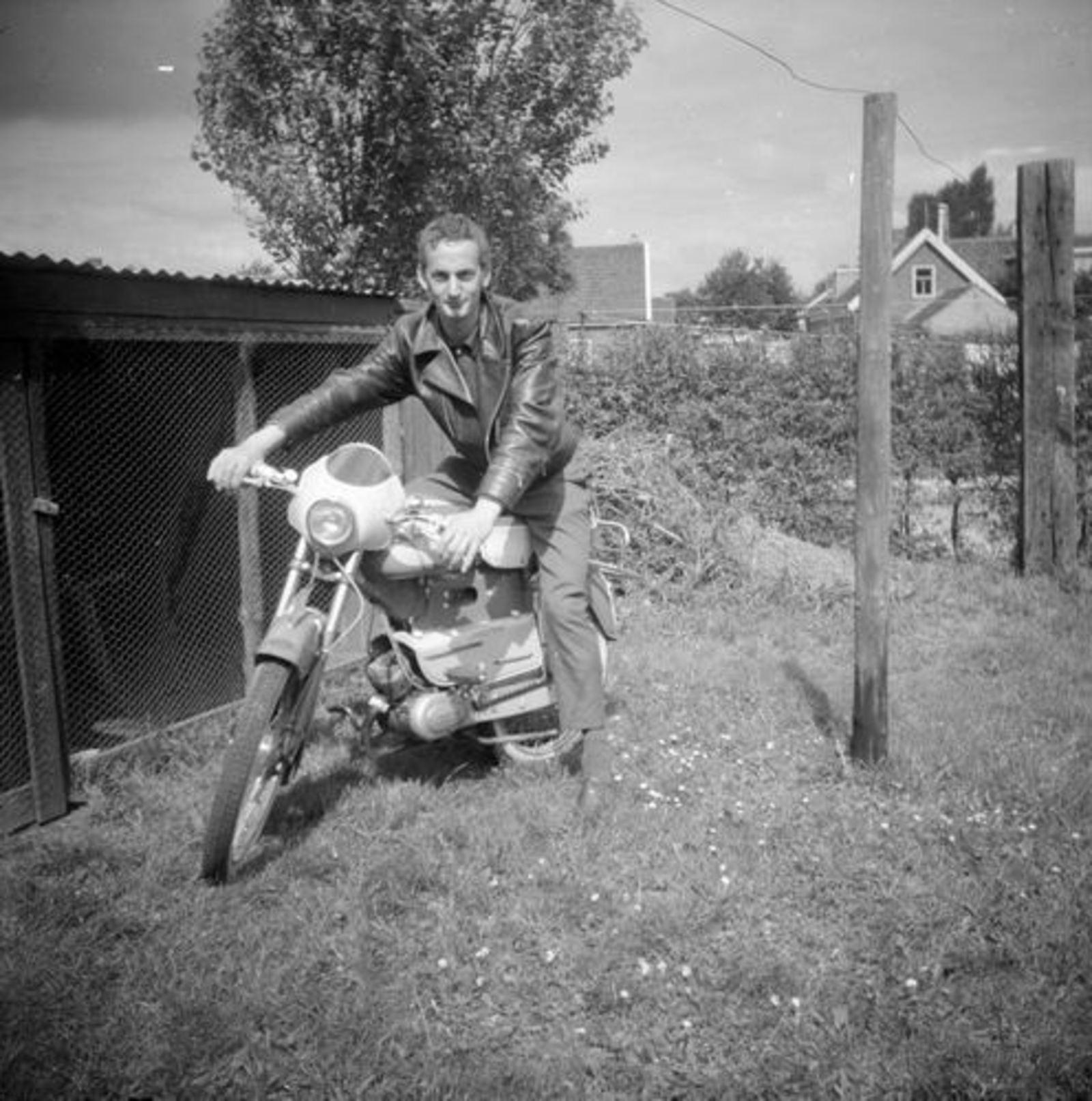 Garritsen Arie 1948-61 op NSU Brommer Cor Koeckhoven