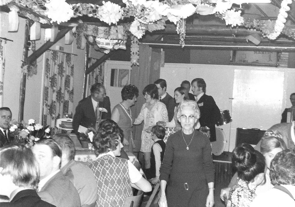 Gelevinkstraat 0000 1971 Buurthuis Ons Huis met Mw Schreuders