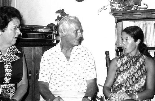Goudsmit Mr Joel E 1904 19__ Vrouw en dochter Henni met Hoofdcommissaris Sanders
