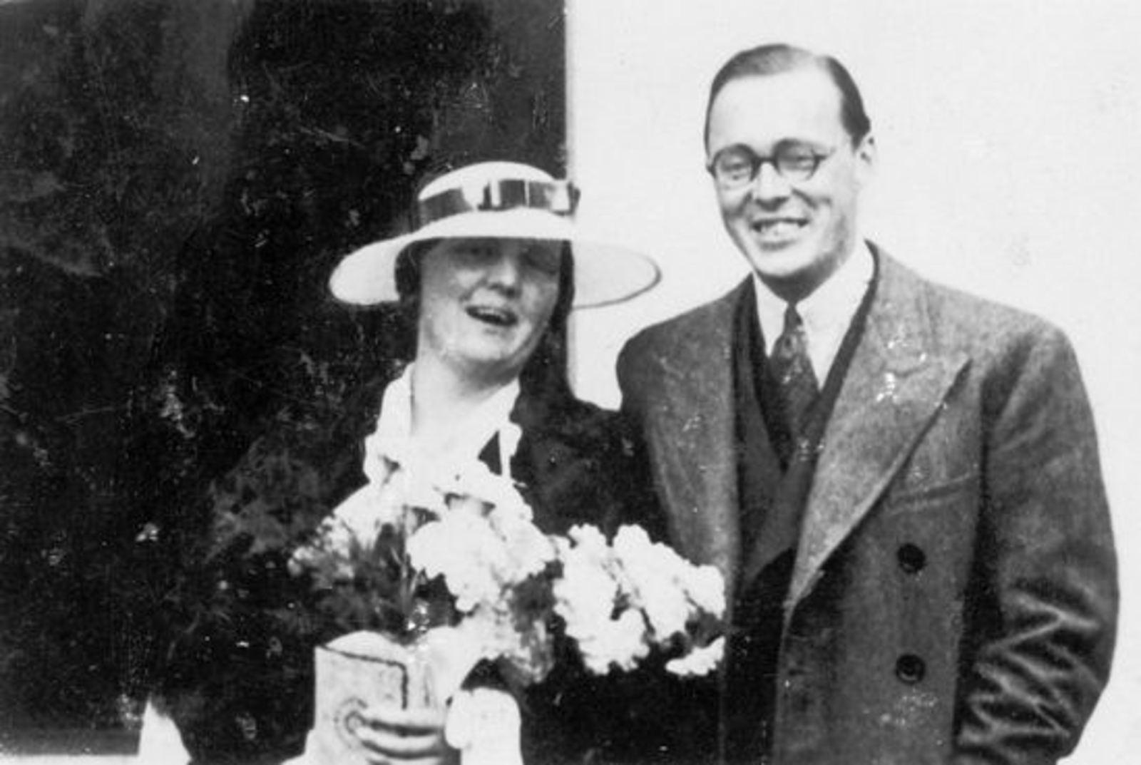 Groef Alida J vd 1907 19__ met Onbekend