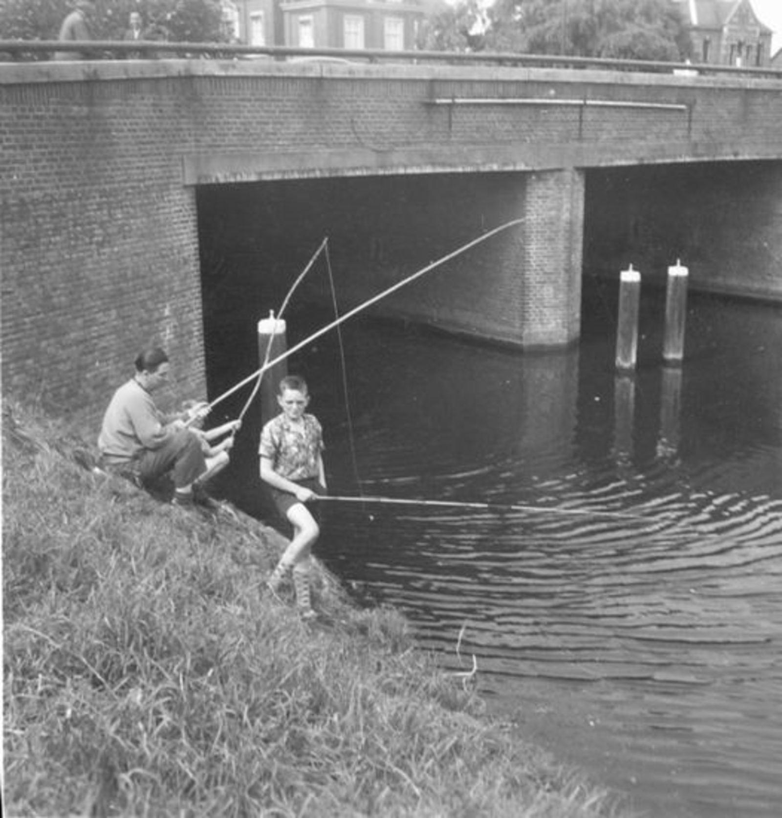 Groef Arie vd 195_ Vissen bij Hoofdvaartbrug