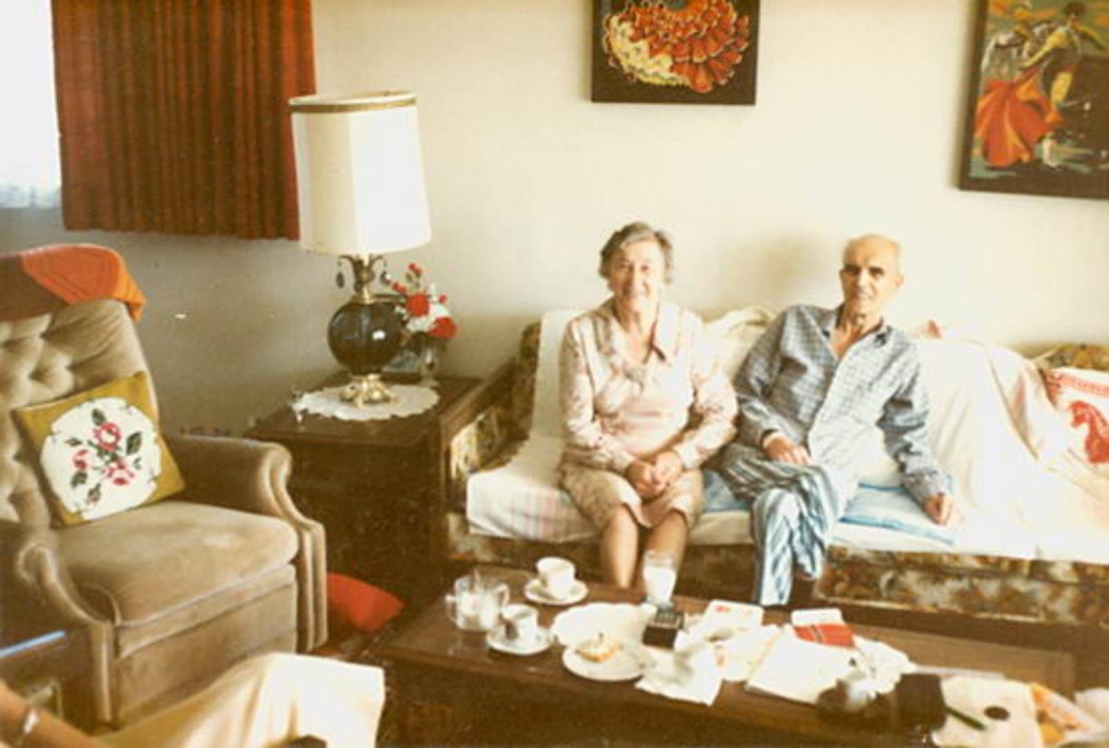 Groef Cor vd 1911 1985 met Vrouw op de Bank_2