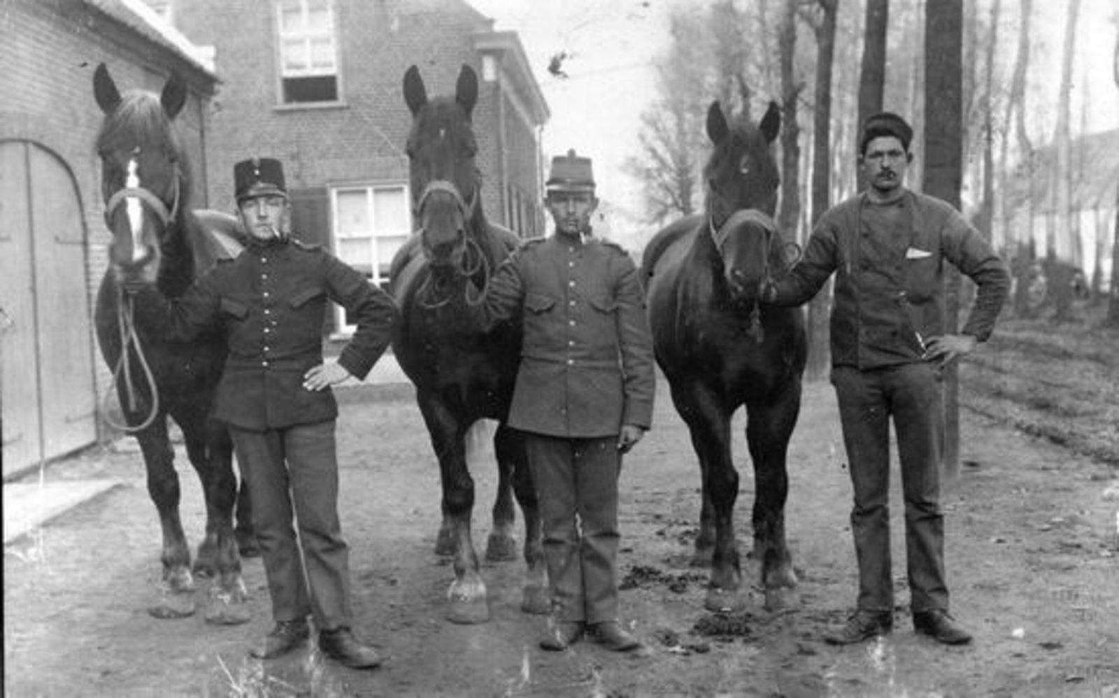 Groen Andries 1893 19__ Mobilisatie met collegas