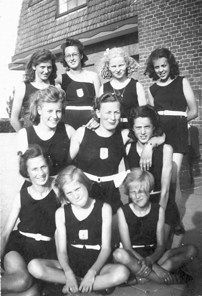 Gym en Athletiek Ver Hoofddorp 1941 enkele meisjes_2