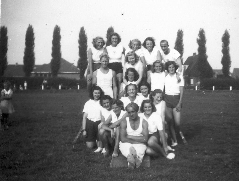 Gym en Athletiek Ver Hoofddorp 1949 op Concoursterrein 03