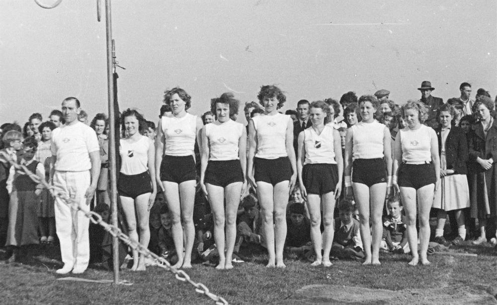 Gym en Athletiek Ver Hoofddorp 1951 Demo Kringkeurkorps in Halfweg 02