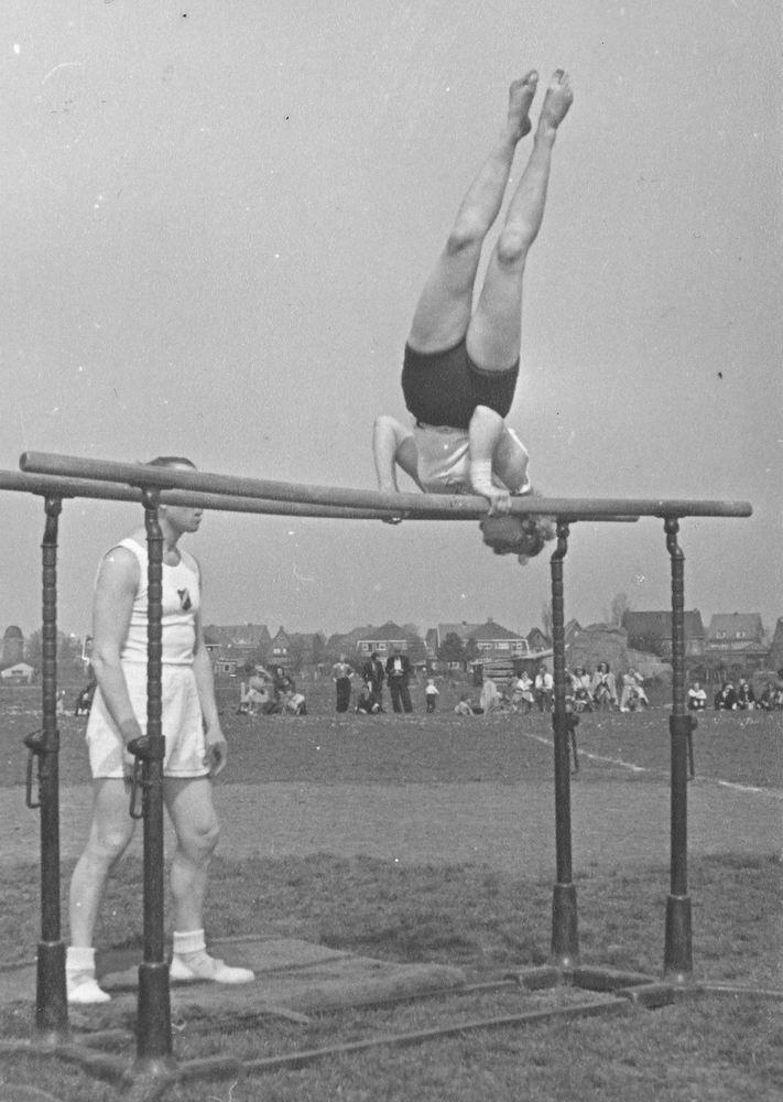 Gym en Athletiek Ver Hoofddorp 1951 Demo Kringkeurkorps in Halfweg 03