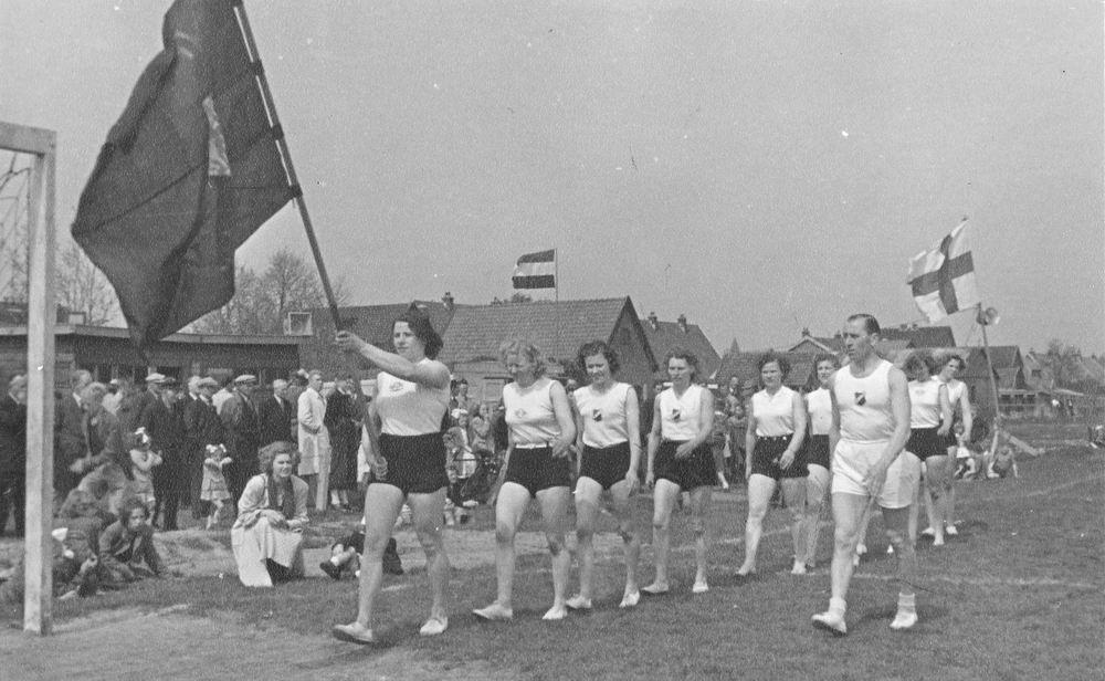 Gym en Athletiek Ver Hoofddorp 1951 Demo Kringkeurkorps in Halfweg 04