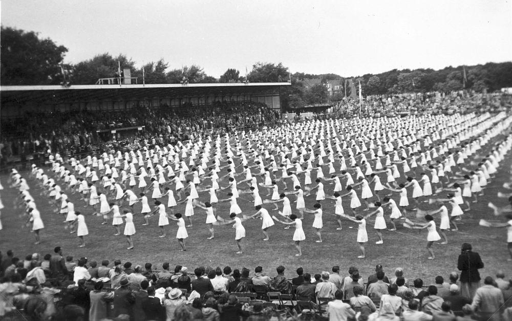 Gym en Athletiek Ver Hoofddorp 1952 KNAU Bondsfeest Den Haag 02