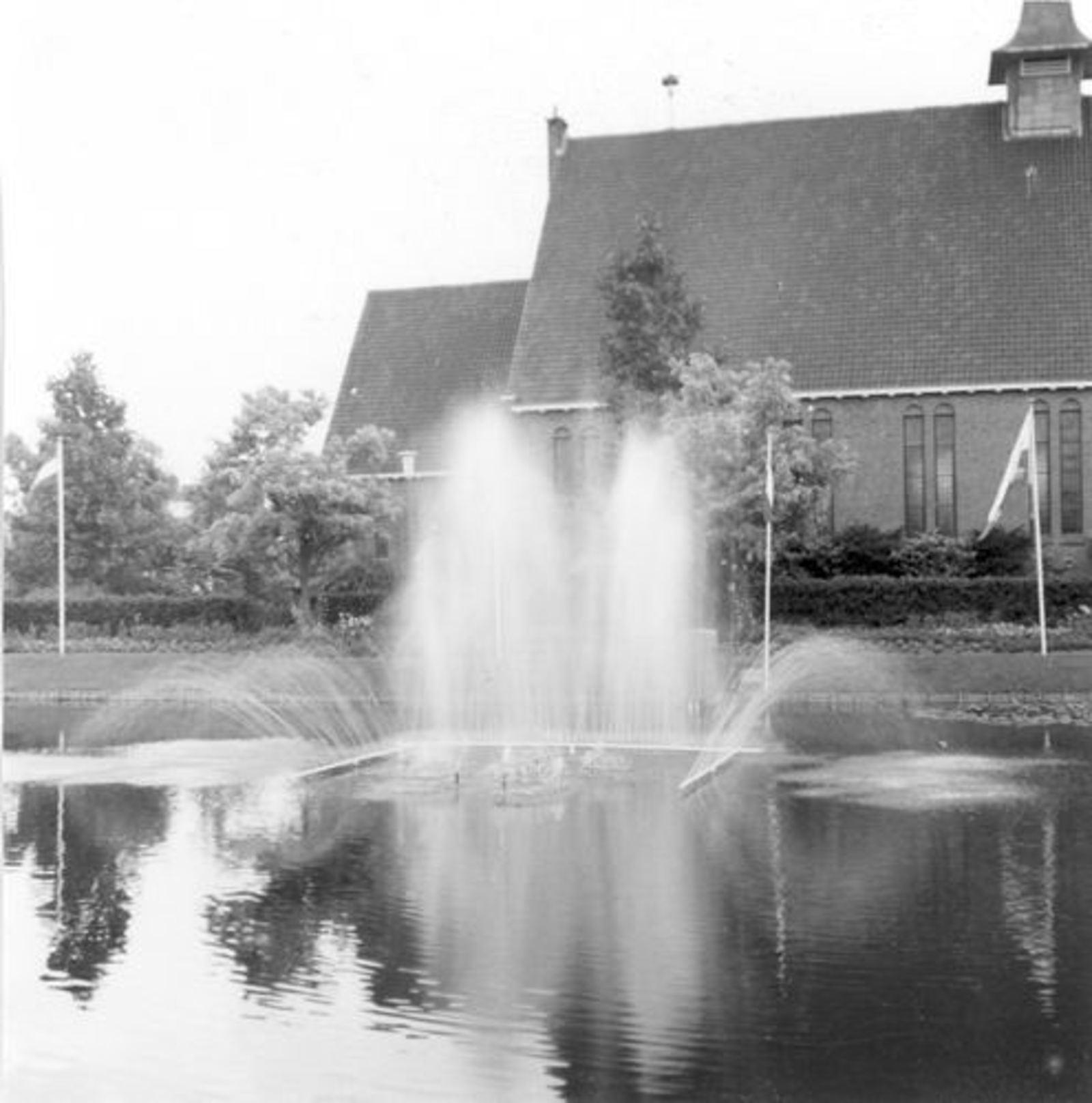 Havikstraat 0005 1960± Fontein bij Geref Kerk