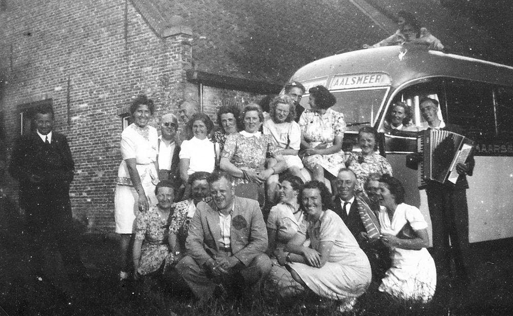 Helm Femmie vd 1947 Bejaardenrit naar Oud-Valkeveen 03