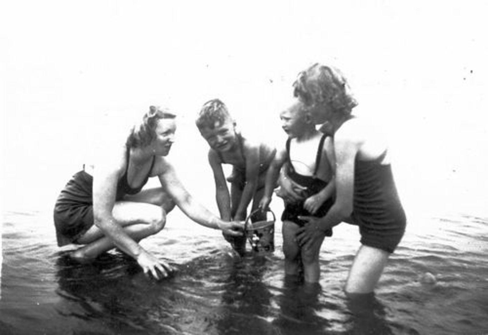 Helm Femmie vd 1947± met Onbekende Kinderen