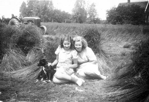 Helm Femmie vd 1948 met Rie Claij in het Vlasland
