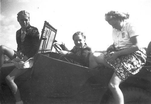 <b>ZOEKPLAATJE:</b>Helm Femmie vd 1948 Onbekend bij Claij 02