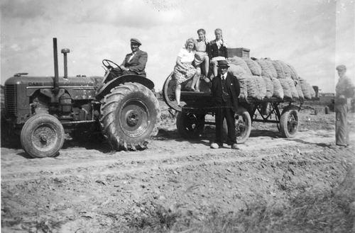 <b>ZOEKPLAATJE:</b>Helm Femmie vd 1948 Onbekend bij Claij 04