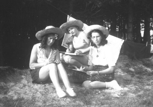 Helm Femmie vd 1949 met Vriendinnen op Texel 03