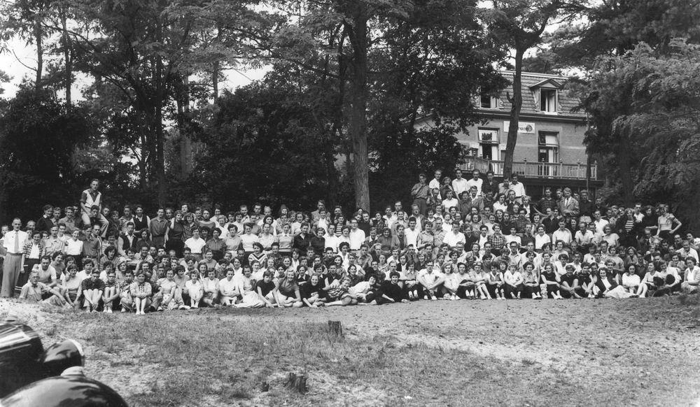 Helm Femmie vd 1953 Vakantie Nunspeet eo met Vriendinnen 00