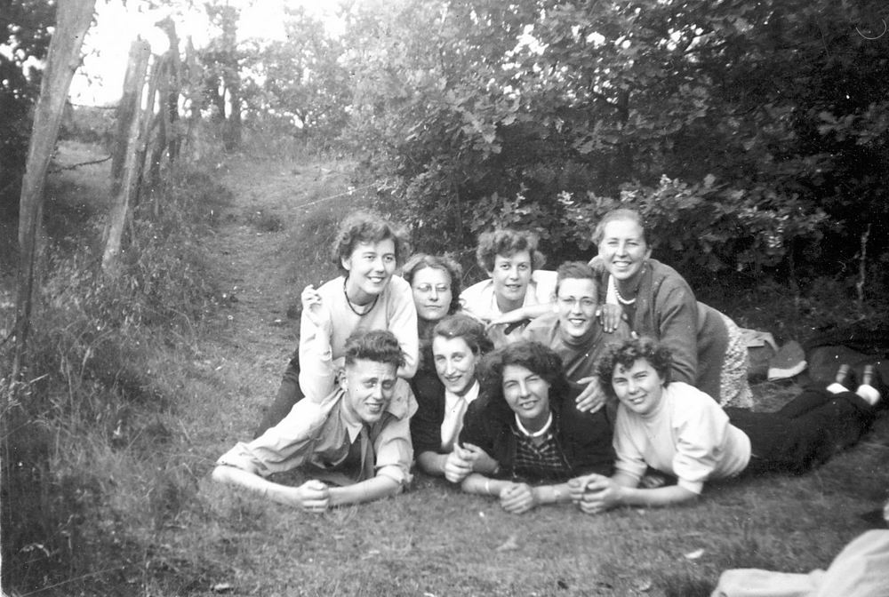 Helm Femmie vd 1953 Vakantie Nunspeet eo met Vriendinnen 01