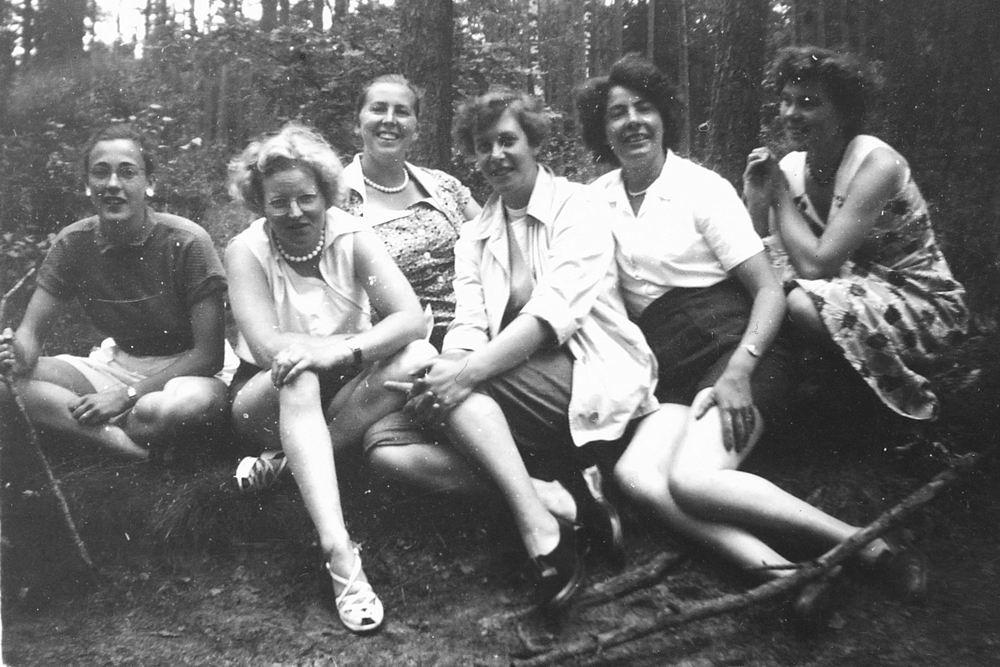 Helm Femmie vd 1953 Vakantie Nunspeet eo met Vriendinnen 02