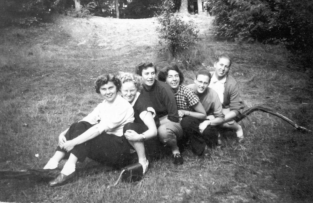 Helm Femmie vd 1953 Vakantie Nunspeet eo met Vriendinnen 03