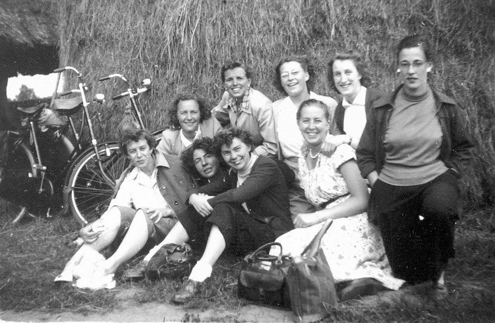 Helm Femmie vd 1953 Vakantie Nunspeet eo met Vriendinnen 04