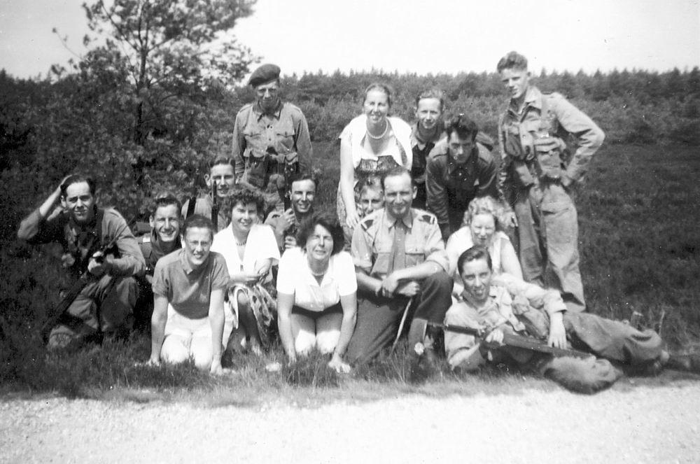 Helm Femmie vd 1953 Vakantie Nunspeet eo met Vriendinnen 14