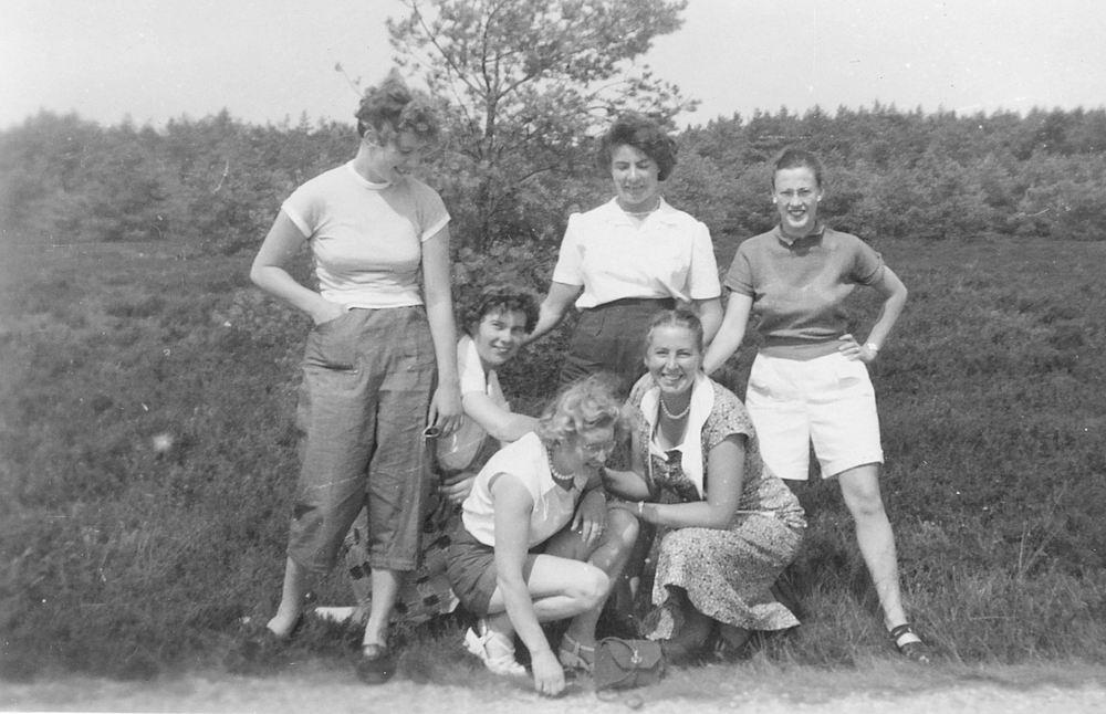 Helm Femmie vd 1953 Vakantie Nunspeet eo met Vriendinnen 21