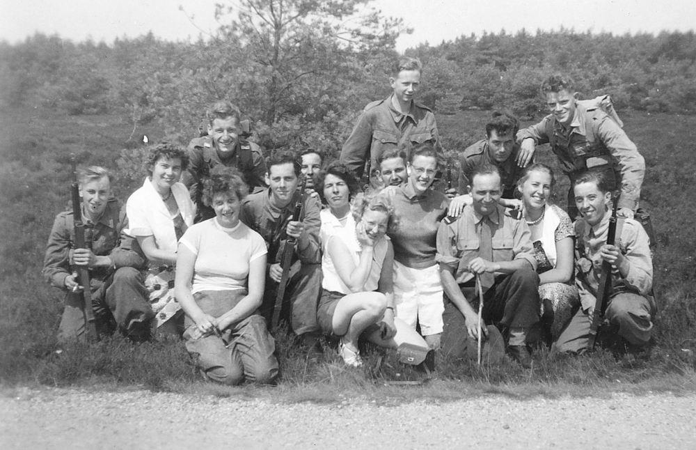 Helm Femmie vd 1953 Vakantie Nunspeet eo met Vriendinnen 22