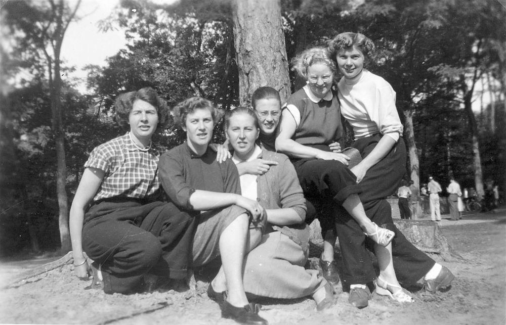 Helm Femmie vd 1953 Vakantie Nunspeet eo met Vriendinnen 33