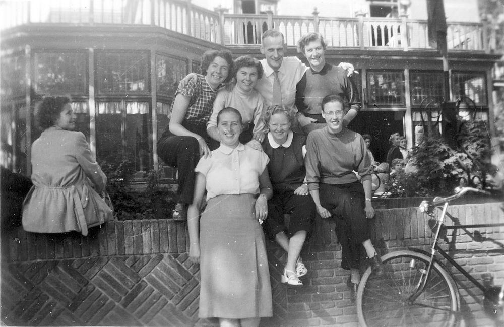 Helm Femmie vd 1953 Vakantie Nunspeet eo met Vriendinnen 35