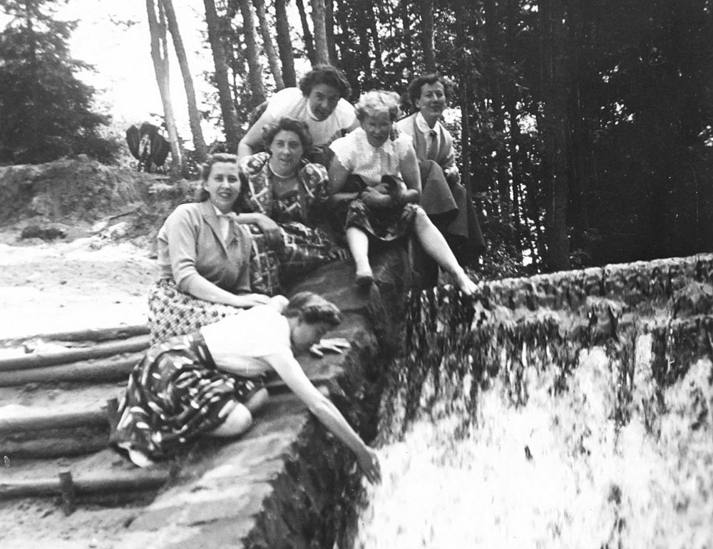 Helm Femmie vd 1955 Vakantie Eerbeek eo met Vriendinnen 06
