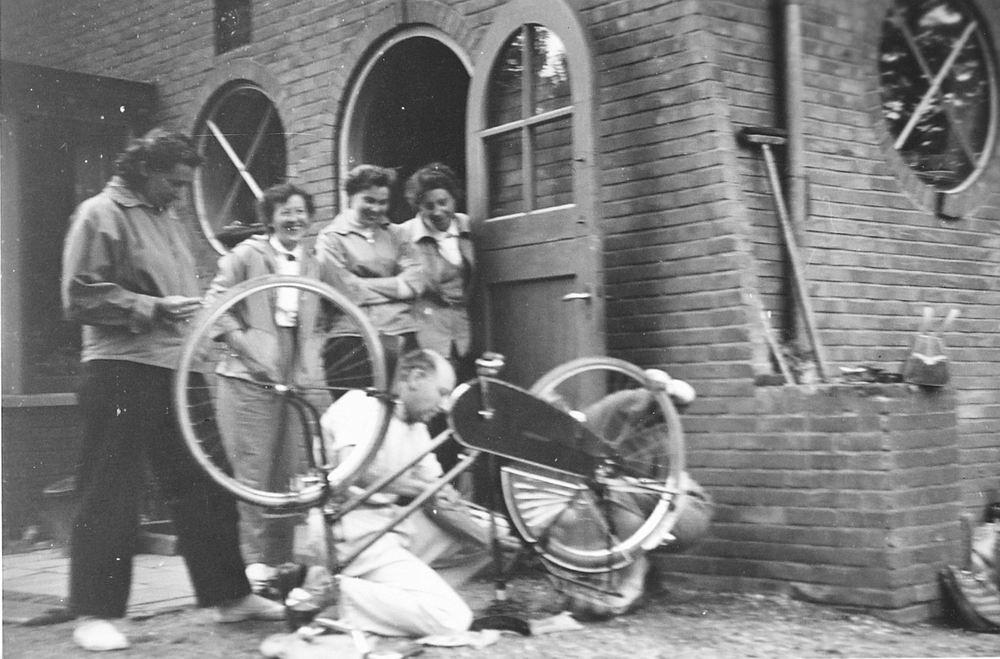 Helm Femmie vd 1955 Vakantie Eerbeek eo met Vriendinnen 10