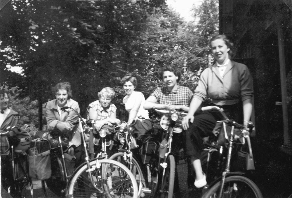 Helm Femmie vd 1955 Vakantie Eerbeek eo met Vriendinnen 12