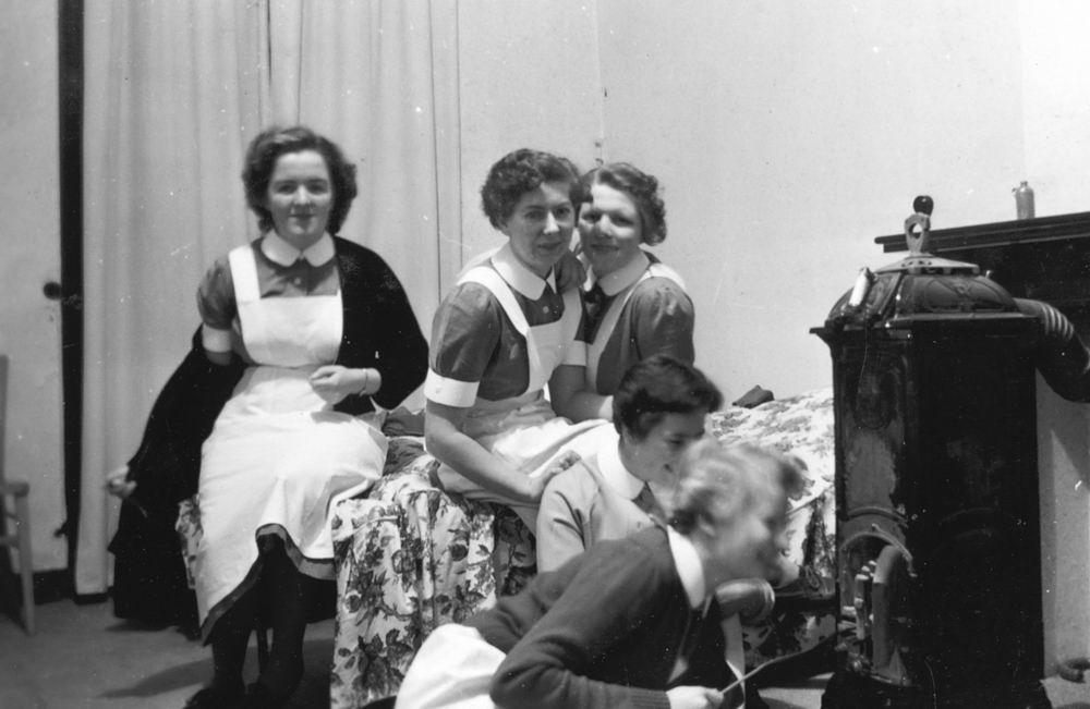 Helm Femmie vd 1956 Einde Opleiding in Leiden 01
