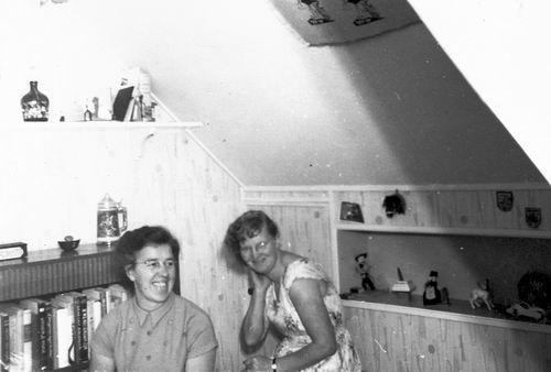 <b>ZOEKPLAATJE:</b>Helm Femmie vd 1958 met Onbekend