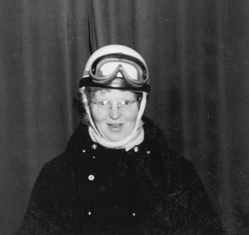 Helm Femmie vd 1958 op de Motor 01