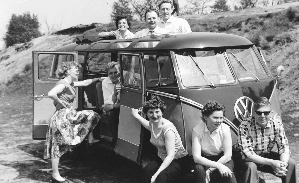 <b>ZOEKPLAATJE:</b>Helm Femmie vd 1959 Trip op Hemelvaartsdag met Onbekenden 01