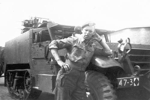 Helm Hans vd 1953 als Soldaat bij Onbekend