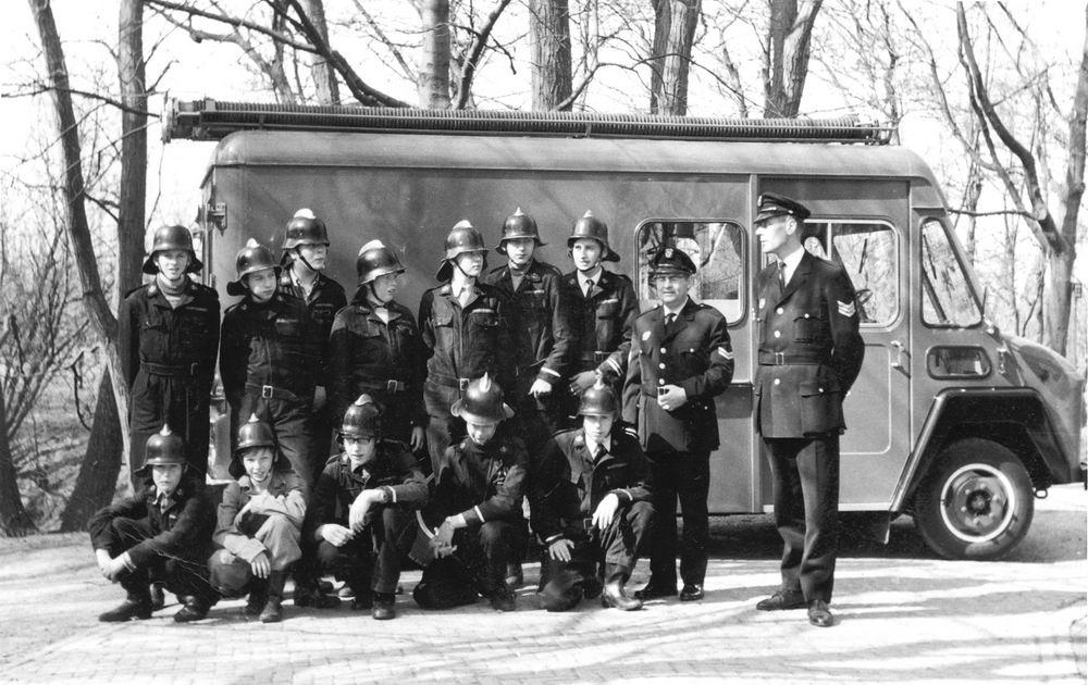 <b>ZOEKPLAATJE:</b>Hmeer Brandweer 19__ Vrijwilligers met Dirk Poortvliet 01