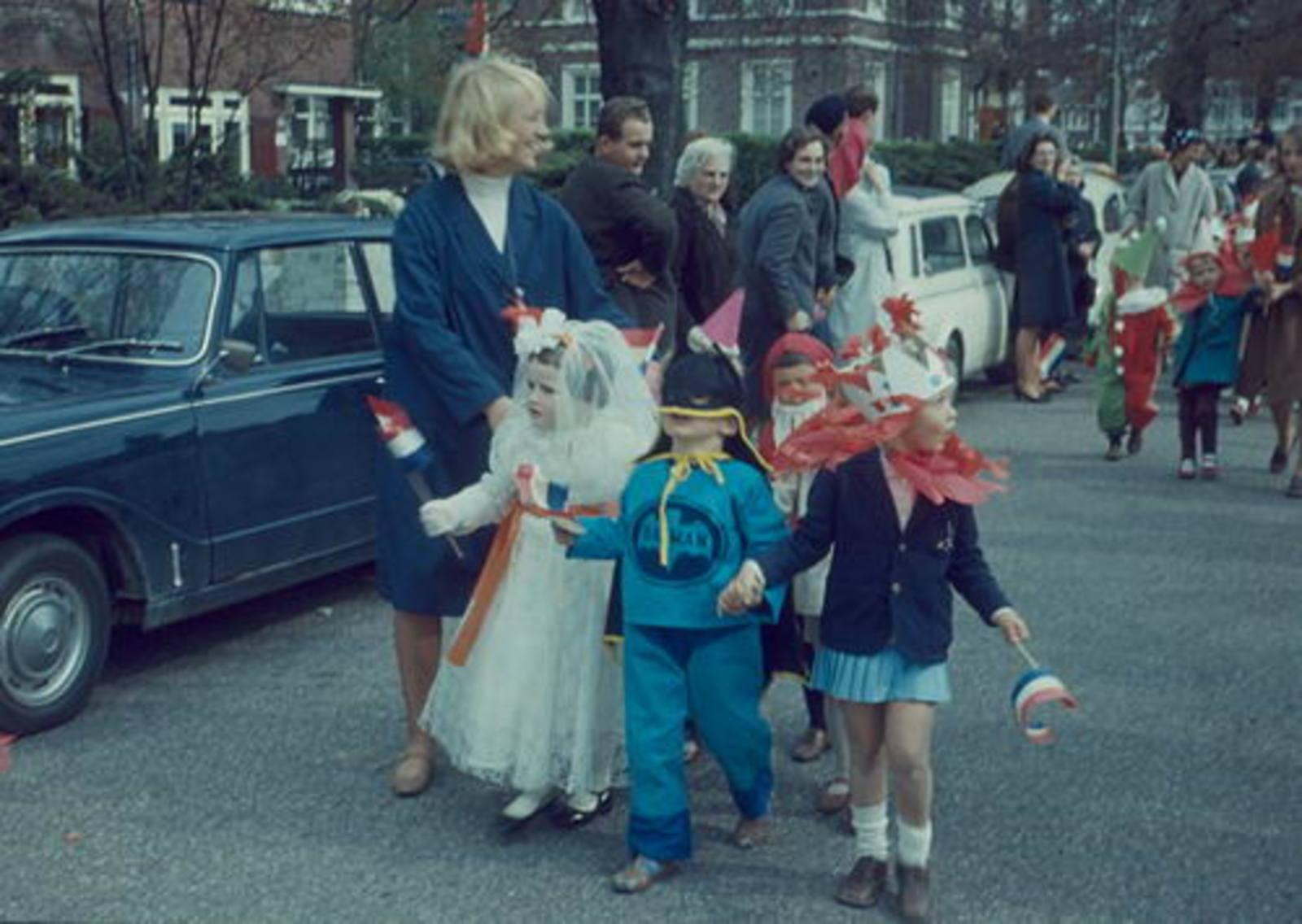 Hoofddorp Koninginnedag 1967± bij Hoofdweg 677