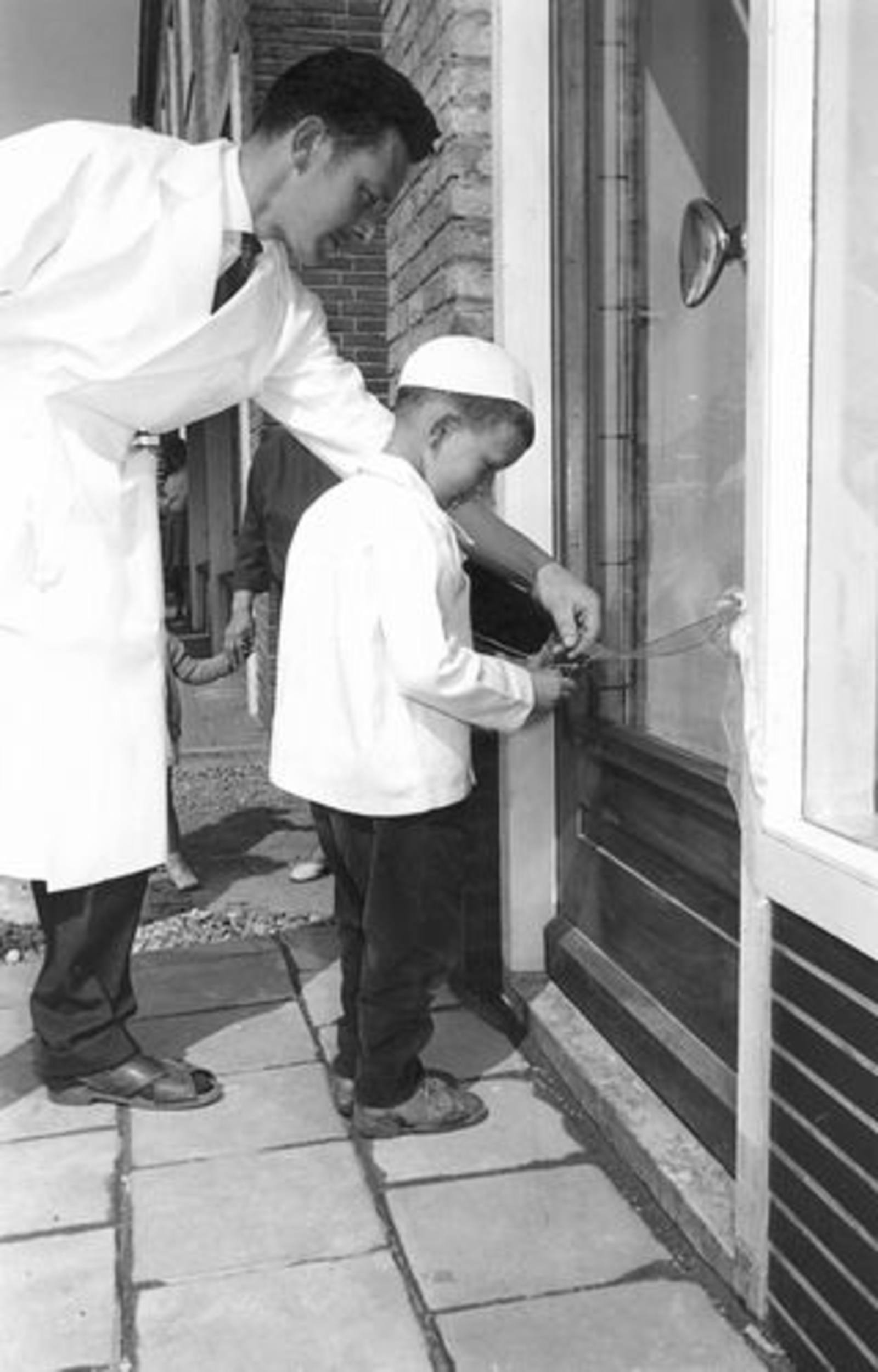 Hoofdweg O 0716 1961± Slagerij Piet de Koning Heropening 01