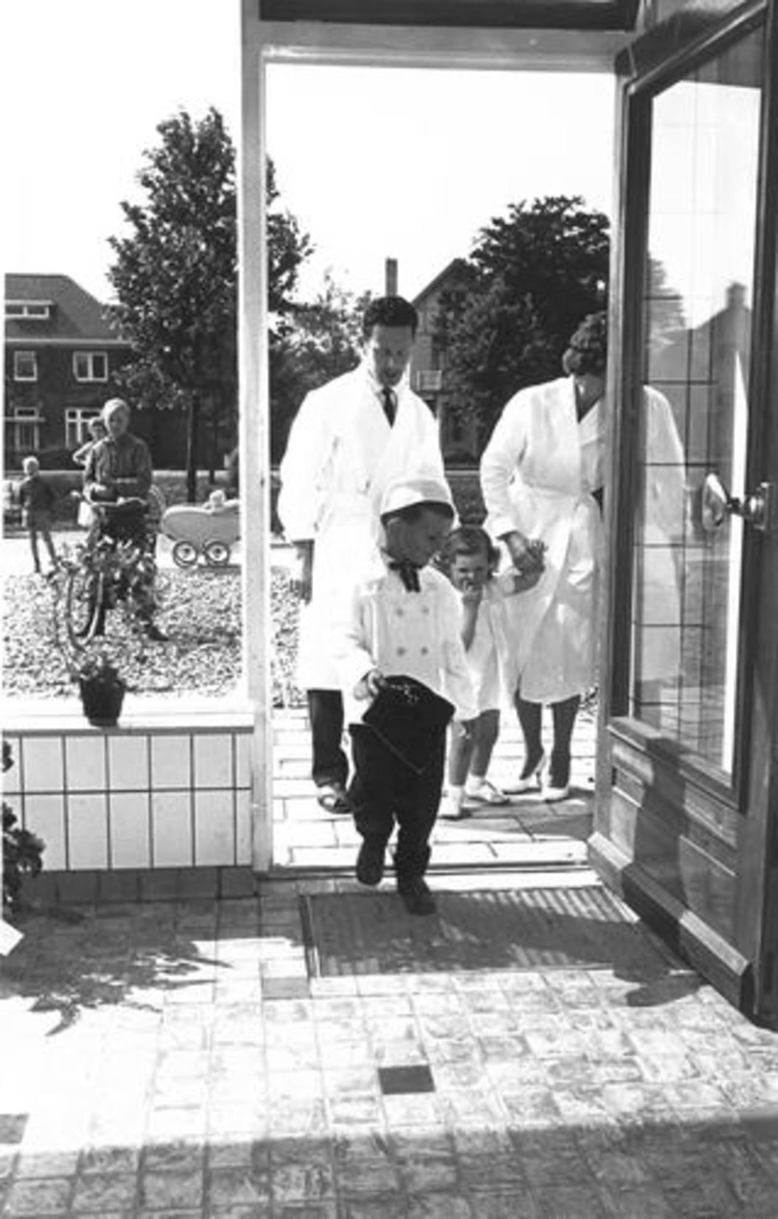 Hoofdweg O 0716 1961± Slagerij Piet de Koning Heropening 02