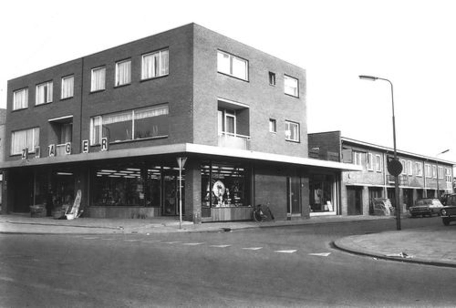 Hoofdweg O 0726 1972 IJzerhandel Zwager 01_3